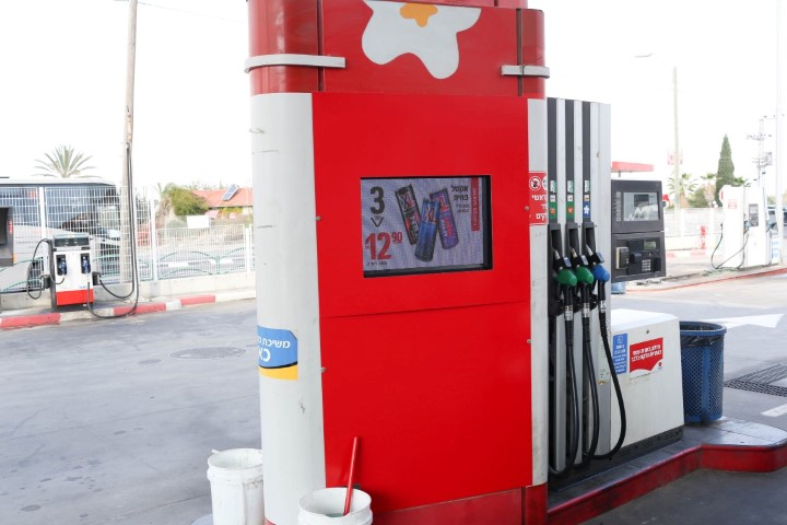 תחנות דלק שלטי לד אור הדר לד